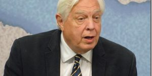 BBC World Affairs Editor John Simpson photo
